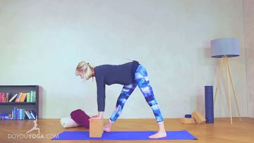 Gentle Mama Flow Prenatal Yoga