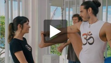 "Funny Yoga Scene With Russell Brand From ""Forgetting Sarah Marshall"""