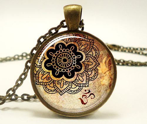 Credit: Jennifer O'Toole/Rainnua Art Pendant Shop on Etsy