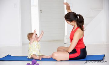 14 Adorable Images Of Mom and Baby Doing Yoga
