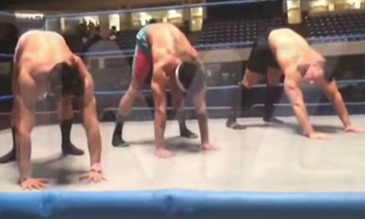Watch These Pro TNA Wrestlers Do Yoga (VIDEO)
