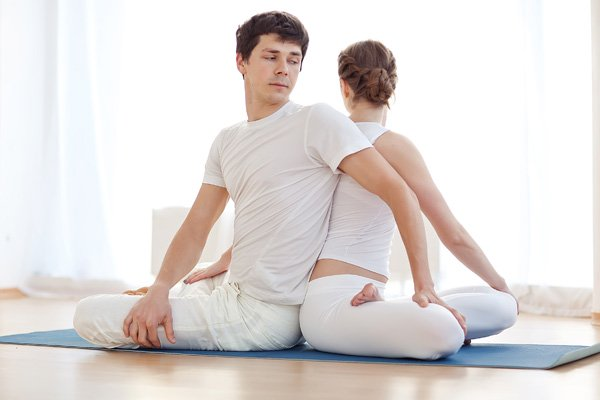 7-Benefits-Of-Partner-Yoga-5-Poses-To-Get-You-Started1