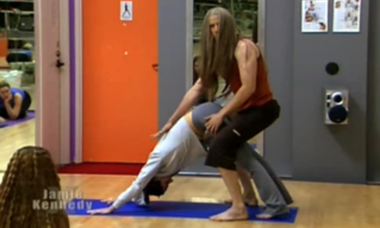 Funny Video- Yoga Students Pranked In Jamie Kennedy Experiment