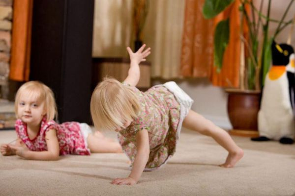 12 Adorable Babies Doing Yoga -- side plank