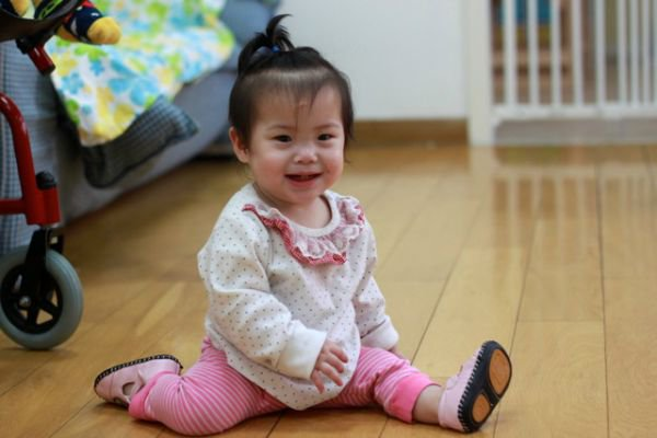 12 adorable babies doing yoga -- split