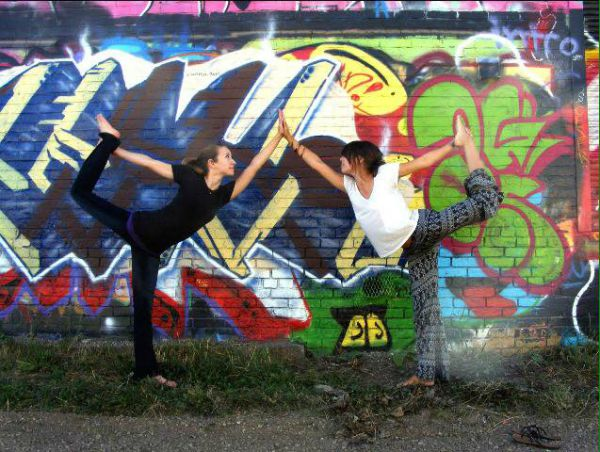 8 Awesome Yogis Practicing with Friends (PHOTOS) -brittany