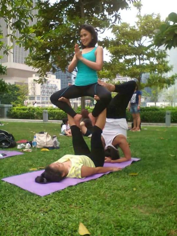 8 Awesome Yogis Practicing with Friends (PHOTOS) -jha