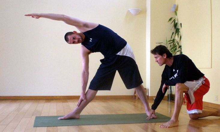 5 Famous Athletes Who Do Yoga
