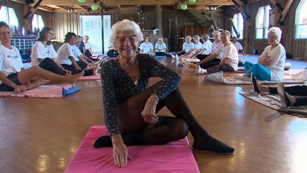 yoga world record-oldest yoga teacher