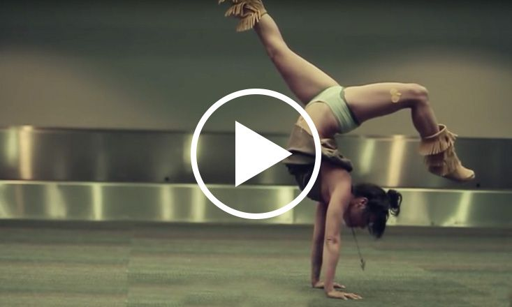 Watch Meghan Currie Make Airport Yoga Look Dreamy (VIDEO)
