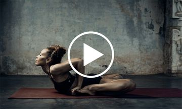 An Ashtanga Yoga Demo That Moves From Darkness to Light (VIDEO)