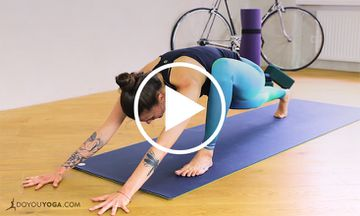 15-Minute Intermediate Vinyasa Warrior Flow (VIDEO)